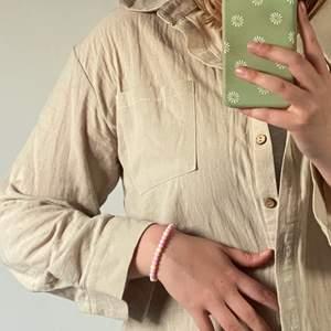 Oversize linne skjorta, har många utav dessa så måste låta någon gå.