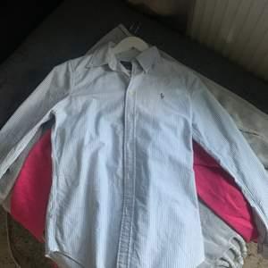 Ralph lauren skjorta i storlek S, som är använd en gång.