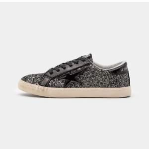 INTRESSEKOLL på dessa snygga skor som endast är använda en gång!SLUTSÅLDA! Storlek 38. HÖGSTA BUD:700+frakt