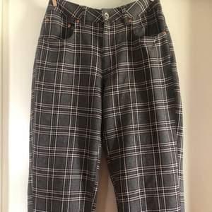 Ett par rutiga byxor ifrån Vailent köpta på Carlings. Köpta för 500 men lägger ut för 175, sparsamt använda! Köpare står för frakt! 🤍