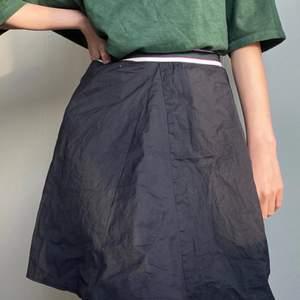 säljer denna söta kjol från filippa k, då den inte sitter riktigt som jag i midjan! har använt några gånger, och är supersöt!! passar bra till sommaren 💖💖