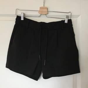 Ett par svarta shorts från Only som är extremt sköna och perfekta nu till sommaren:) Köpare står för frakten💗 (kan även mötas upp)