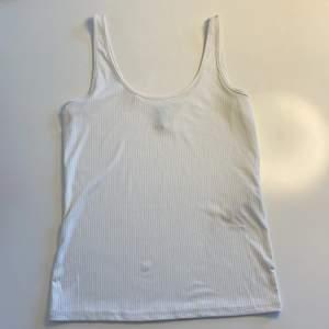 Ribbat vitt linne från Y.A.S/veromoda med typ silkes tyg, välldigt skön.