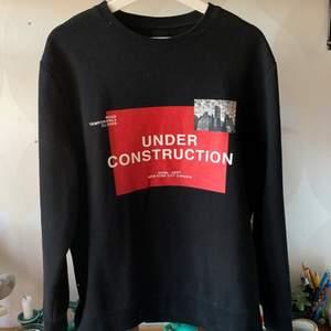 Svart sweatshirt från hms herravdelning. Sparsamt använd och sjukt bekväm🌶
