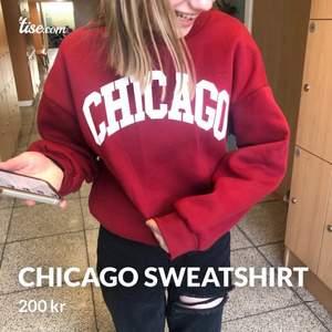 Säljer denna fina Chicago sweatshirt som är i storlek S