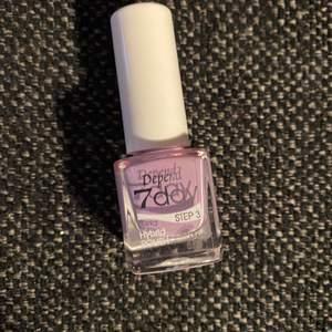 """Helt oanvänt superfint och somrigt lila nagellack från Depend. Färgen """"Step 3"""""""
