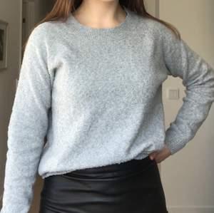 Stickad grå tröja i strl xs från vero moda. Jätteskön 💞