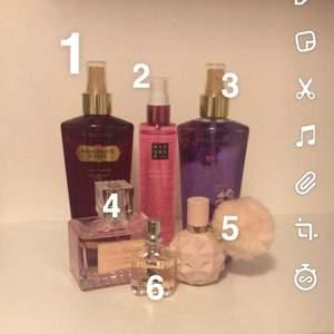 Säljer av lite gamla oanvända parfymer om du är intresserad av att köpa är det bara att skicka ett DM me parfymens nummer. Här kommer namnen på parfymerna 1 - passionate kisses cherry & vanilla✨ 2 - sugar love✨ 3 - love spell cherry blossom & peach✨ 4 - reve eterenel 5 - sweet like candy by arianna grande✨ 6 - BOOM!!✨ Köp alla för 200kr annars 50kr styck. köparen står för frakten:))