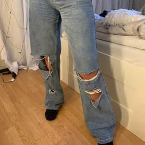 Skit snygga blåa jeans med hål från Bohoo, bra skick då jag inte använt de så mycket 💗