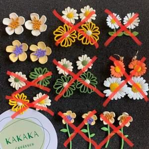 Blommor Örhängen i nyskick, oanvända, S925 ☀️ perfekt till midsommer 🌼🌸 60kr/par eller 165kr för 3 pair inklusive frakt ❤️