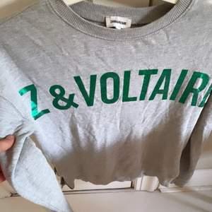 En grå zadig et valtaire sweatshirt. Sparsamt använd och säljer för den inte riktigt kommer till användning längre tyvärr:(
