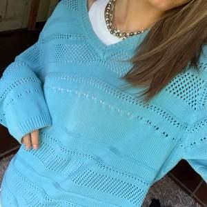 Skitsnygg klarblå stickad tröja ⭐️