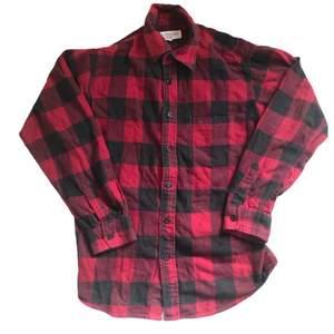 Säljer denna fina skjorta i storlek m. Unisex! Sitter snyggt oversize på mig med S.