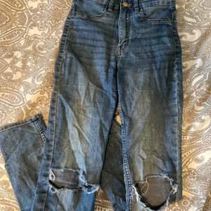 Säljer dessa jeans eftersom att det tyvärr blivit för små för mig❤️ Köpare står för frakten!