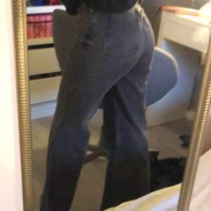 Grå jeans från monki sparsamt använda.