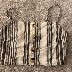 Randigt linne ifrån ginatricot. storlek 36