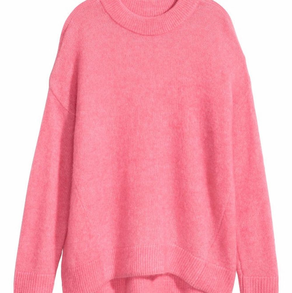H&m pink mohair wool mix sweater. Size S, but it can easily fit M as it is a bit oversized. I fix the tear on the shoulder which is not noticeable.  Pick up available in Kungsholmen  Please check out my other items! :) . Tröjor & Koftor.