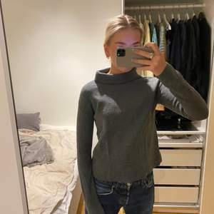 Säljer denna fina tröjan från &other stories. Storlek S, sparsamt använd.
