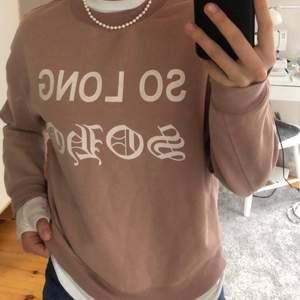 Snygg sweatshirt från Carlings. Storlek xs passar även s. Fin färg. Köpare står för frakt
