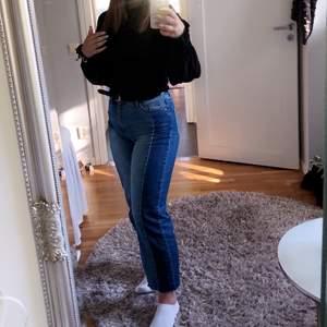 Väldigt sköna o stretchiga jeans. Storleken är 34 men jag har normalt 36/38