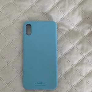 Blått skall till iPhone xs max. Använd väldigt sparsamt och har inga defekter