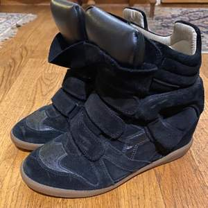 Isabel marant bekett sneakers!!!!! Pris kan diskuteras. Väldigt bra skick! Skobox finns med dustbag.