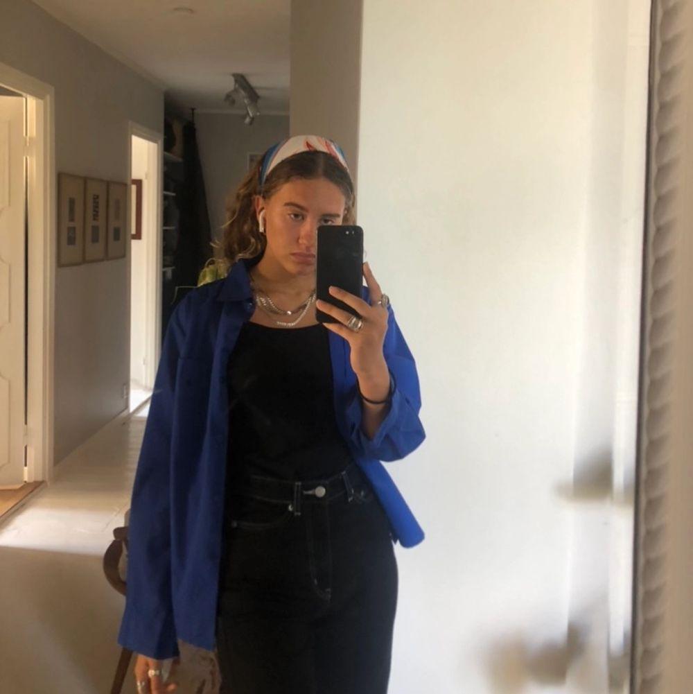 Skjorta i en super fin blå färg!💙. Skjortor.