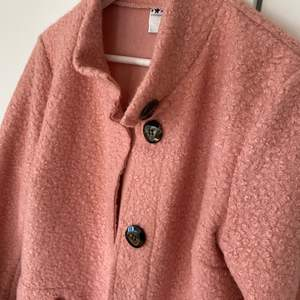 Säljer min kappa M/L, fint skick. Inget speciellt märke.