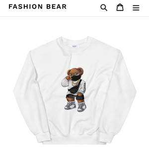 En supercool tröja från Fashionbear. Använd endast 1gång! Storlek S. Köptes för 500kr, säljer för 300kr.