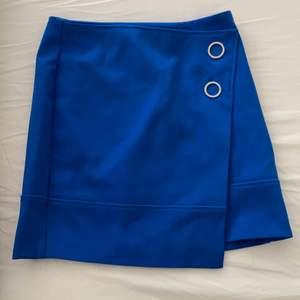 Helt ny och oanvänd kjol från H&M i storlek 36