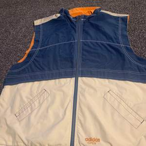 Vintage X Adidas 90s Vest -Size L -Vintage and true to size!  -Beautiful color combo If you have any questions or discussions then feel free to write me a message! Best regards, David  #adidas #90s #vest #thrift #fashion