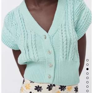 Stickad oanvänd tröja ifrån Zara. Storlek S