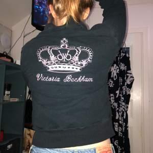 Cool tröja från victoria beckham. Storlek S