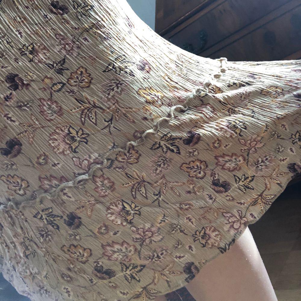 Fin klänning från pull&bear. Står M men skulle även passa S <3. Klänningar.