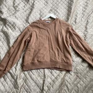 Begie sweatshirt från Nadk. knappt använd. Storlek M. 170 med frakt.