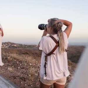 Hej! Jag är frilans fotograf (hobby) och är ute efter nya uppdrag! Fotar, par, kompisar mm som en kul grej. Väldigt rolig present till någon ni uppskattar, bilderna restusheras naturligt och skickas till er via Mail! Finns i Stockholm🤍