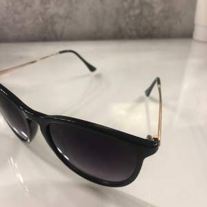 Fina solglasögon från Gina Tricot! Inga repor, för fler frågor eller bilder kontakta mig! (du bestämmer spårbar frakt eller inte)