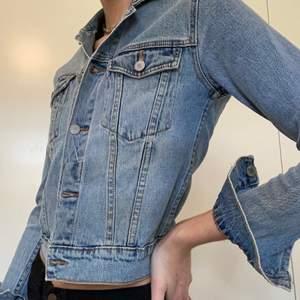 Snygg jeansjacka från CheapMonday storlek S