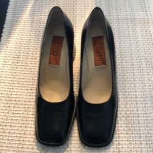Äkta skinn skor italienska märkte som nya lite använda storlek 37,5 Pris 150kr frakt tillkommer