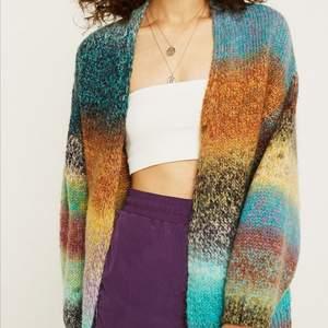 Jag söker denna ombre rainbow cardigan från Urban outfitters