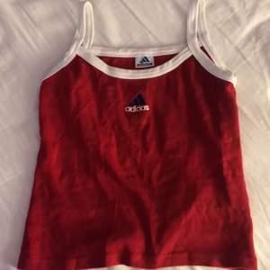 (Lägger ut igen) säljer detta jätte fina linne i bra kvalite och väldigt skönt. Säljer för att det inte sitter så bra på mig då det är lite stort