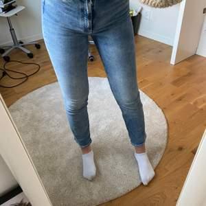 Jättesköna jeans, säljer pga inte riktigt min stil. Köparen står för frakten💗