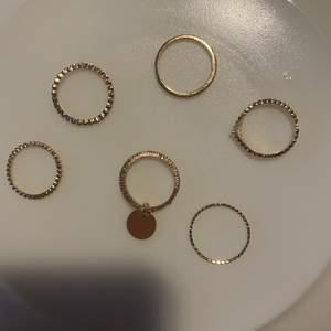 Guld färgade ringar 40kr o frakten ingår i priset! 💗