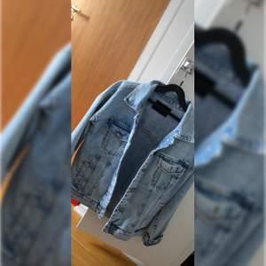 Jeansjacka från bik bok i storlek xs men är ovesized