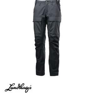 Byxor ifrån Lundhags färg mörkgrå. Använda 1 gång så i nyskick. Storlek 36