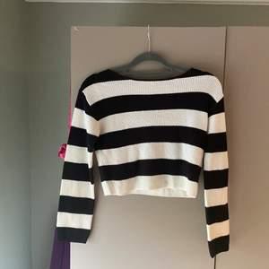Säljer denna randiga fina tröja ifrån H&M, köpt på barn men passar en XS!