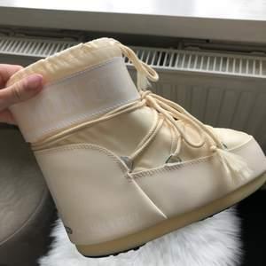Helt nya moon boots med lapparna kvar ❤️ storlek 36-38.