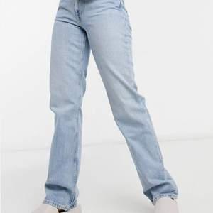 Raka ljusa jeans från weekday i modellen Voyage. Säljer dessa jeans i två olika storlekar, ett par i storlek 27/32 och det andra paret är i storlek 27/30. Köpte dem för 500, skriv privat för mer frågor. Köparen står för frakt💕💕