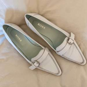 Säljer ett par loafers från Ross i nyskick. De är i strl 36 och säljs för 150kr + 49kr frakt.💕✨