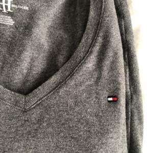 Tommy hilfiger tröja som ny, passar XS/S då den är mycket stretchig